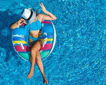 How do you choose a good swimming pool cleaning service